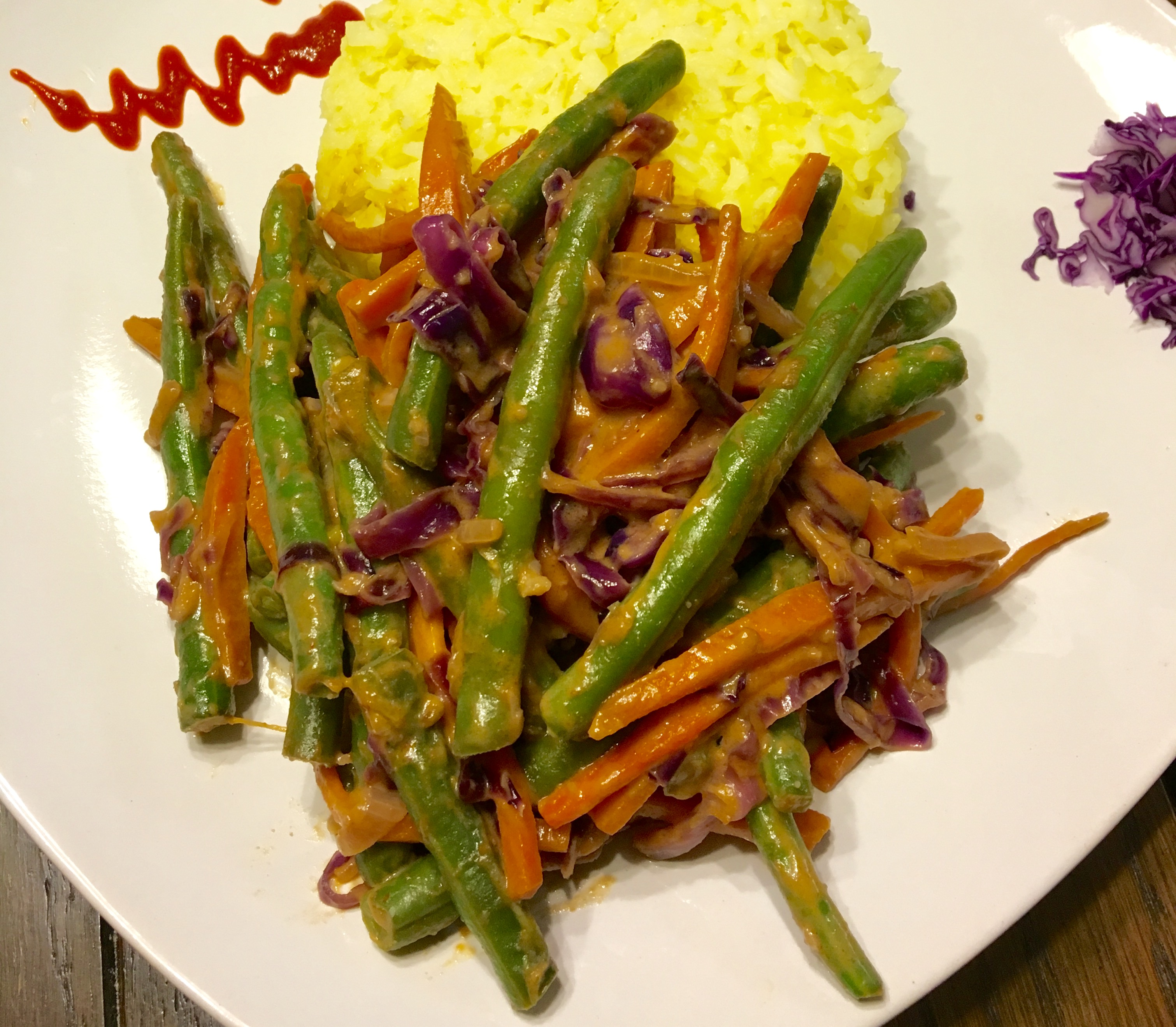Green Beans with Carrot and Red Cabbage in a Spicy Thai Peanut Sauce